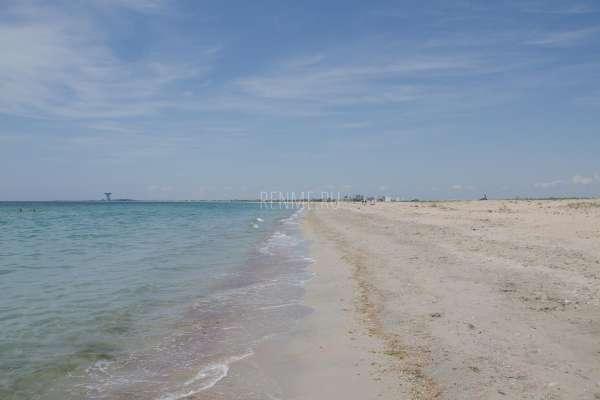 Песчаный пляж на Черном море. Фото Заозёрного