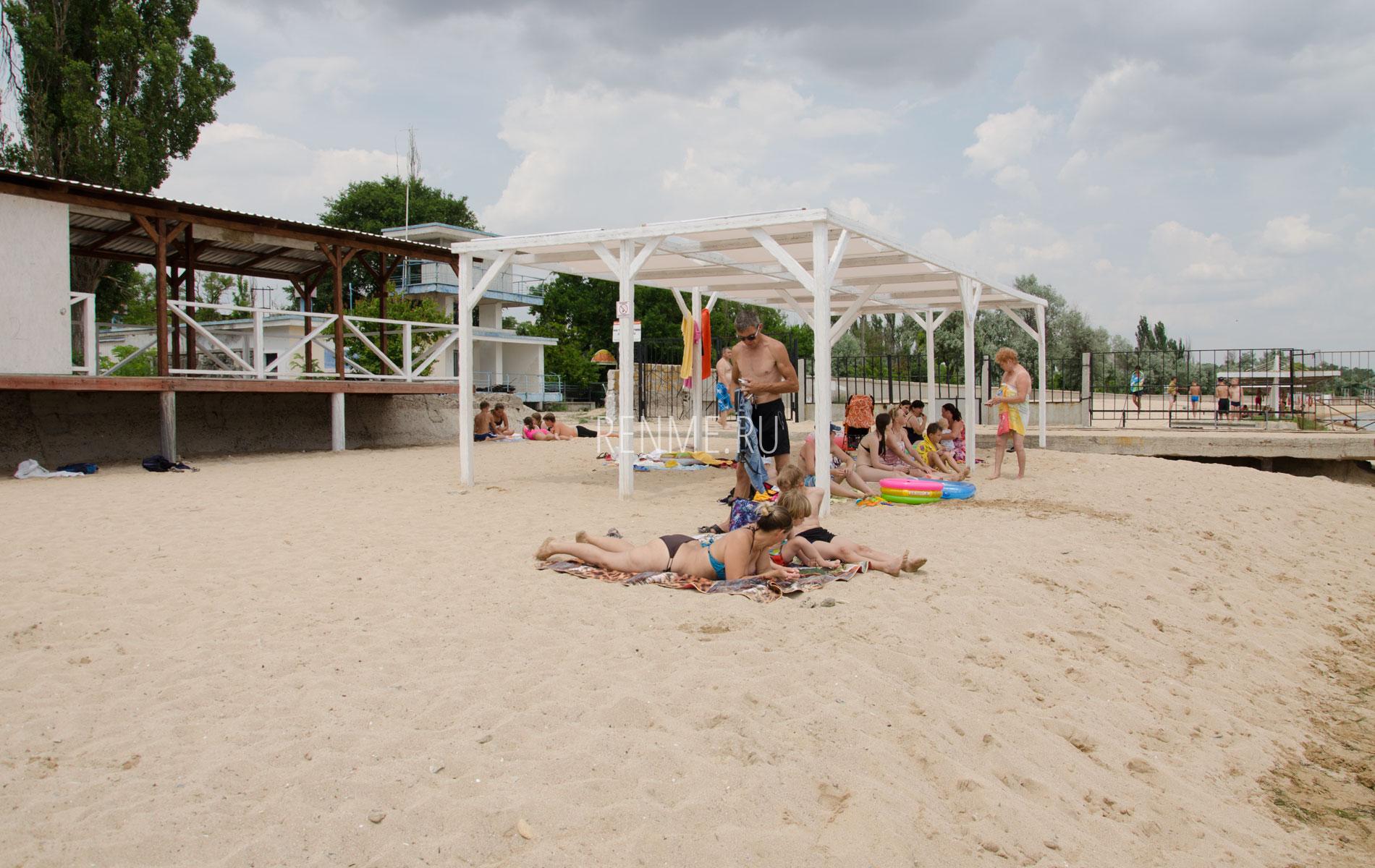 """Пляж """"Керкинитида"""" летом 2019. Фото Заозёрного"""
