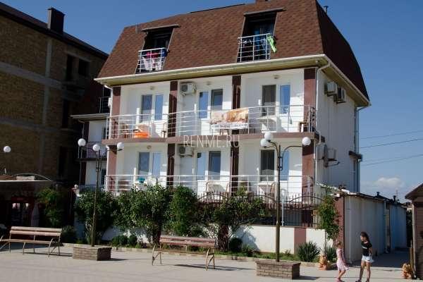 Отель на пляже в Прибрежном. Фото Прибрежного
