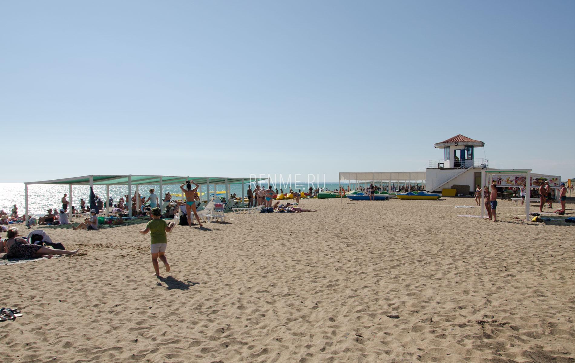 Песочный пляж в Саках. Фото Сак