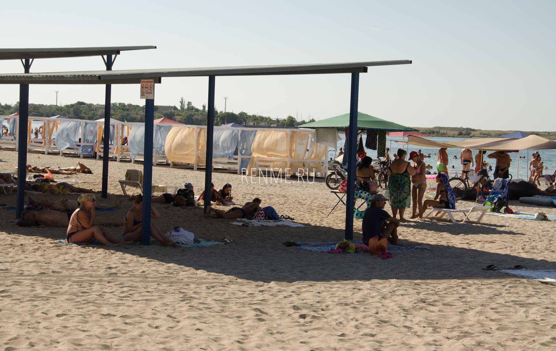 Песчаный центральный пляж. Фото Черноморского