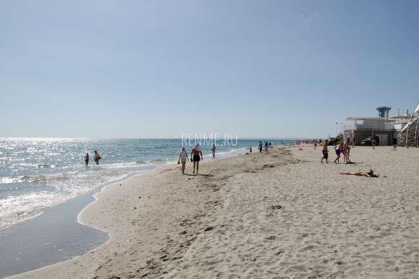 Песочный пляж в июне 2019. Фото Поповки