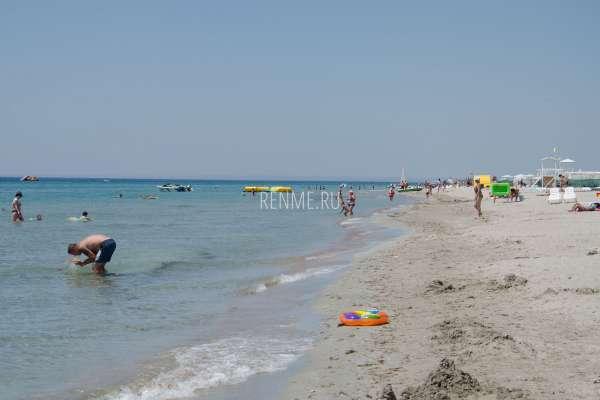 Красивый пляж Штормового 2019. Фото Штормового