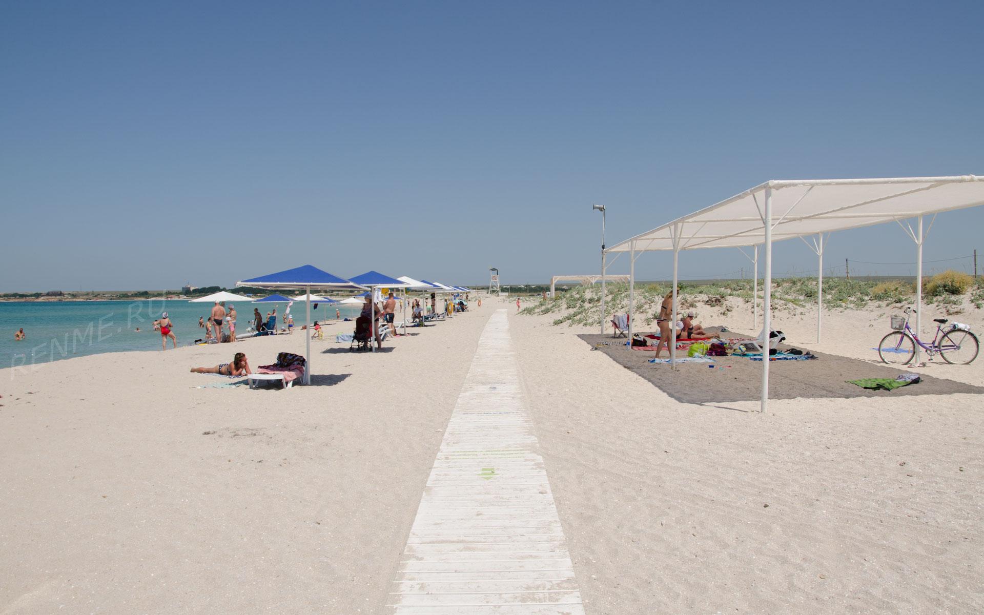 Курорт с песчаным пляжем. Фото Оленевки