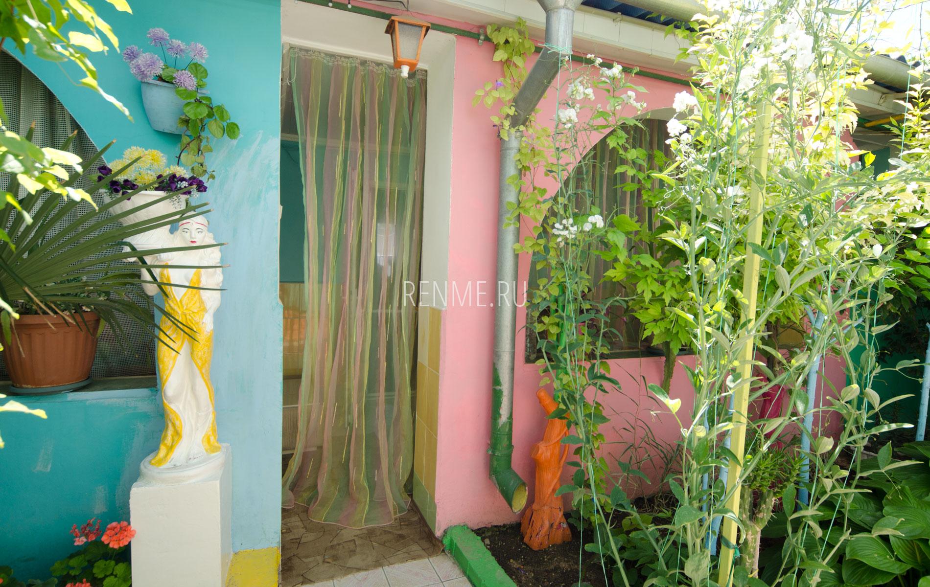 Двухкомнатная квартира. Зеленый дворик. Заозёрное
