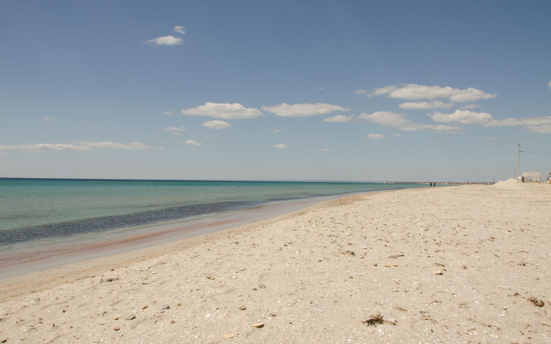 Весенние пляж и море в Крыму. Фото Штормового