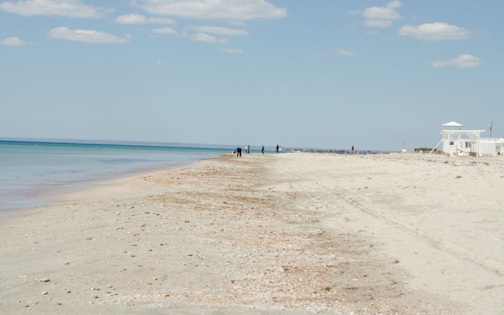 Весенний пляж в Крыму. Фото Штормового