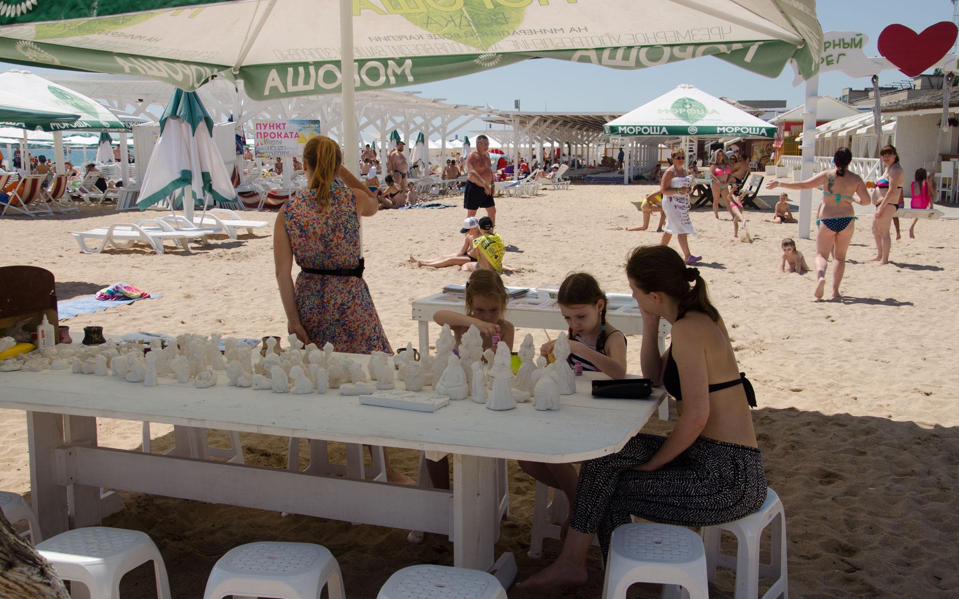 Развлечения для детей на пляже в Евпатории. Фото Евпатории