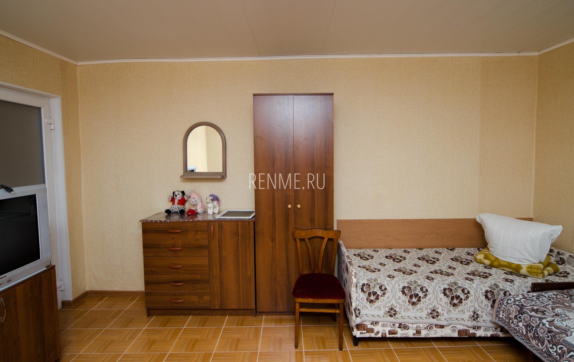 Комната 1. Дом на 8-10 гостей. Номера на Вишневой. Заозёрное