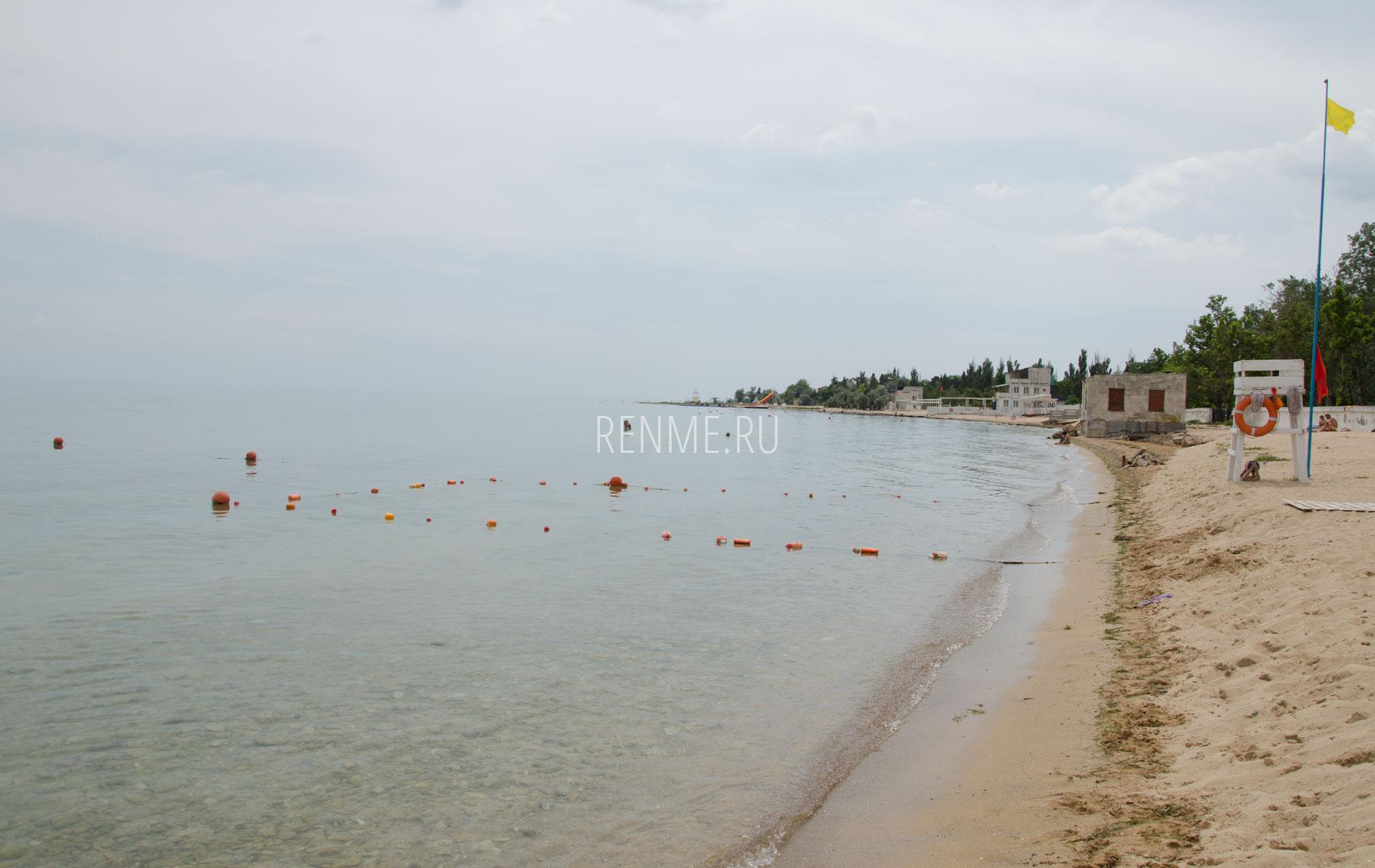 Пляжи справа. Фото Заозёрного