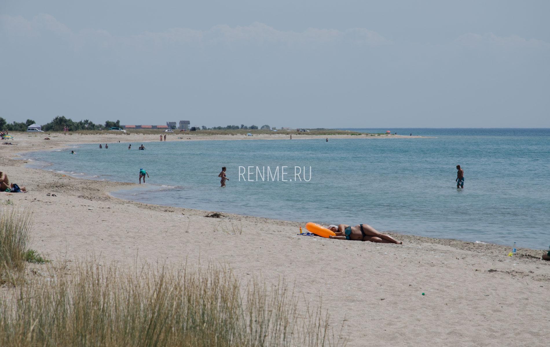 Дикий пляж Черного моря. Фото Штормового