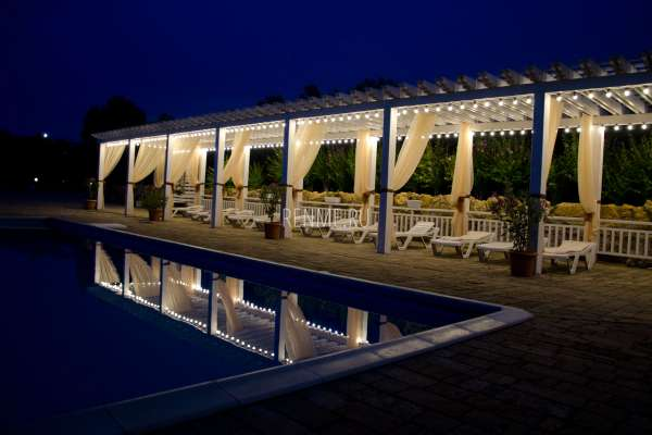 Отель ночью в Евпатории. Фото Евпатории