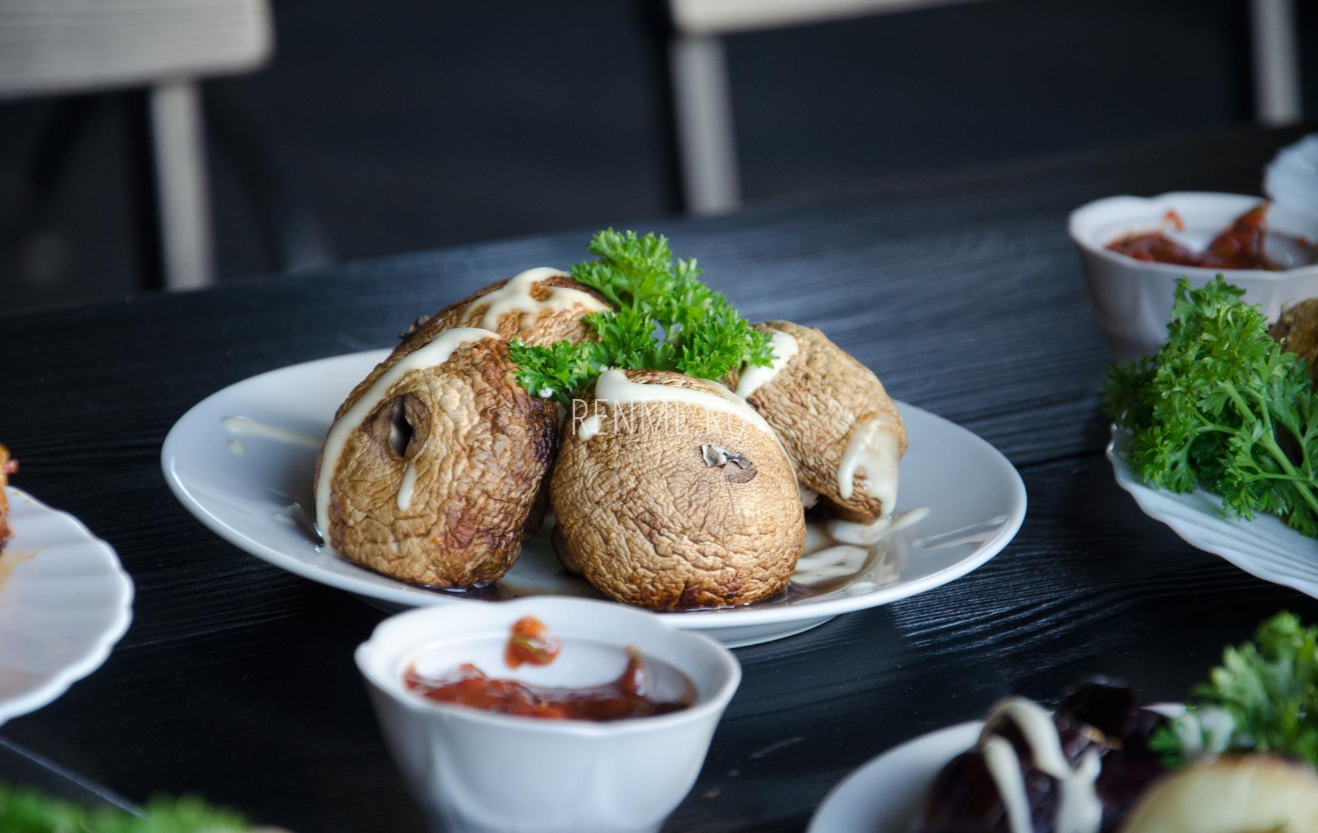Жаренные грибы в пиццерии. Фото Заозёрного