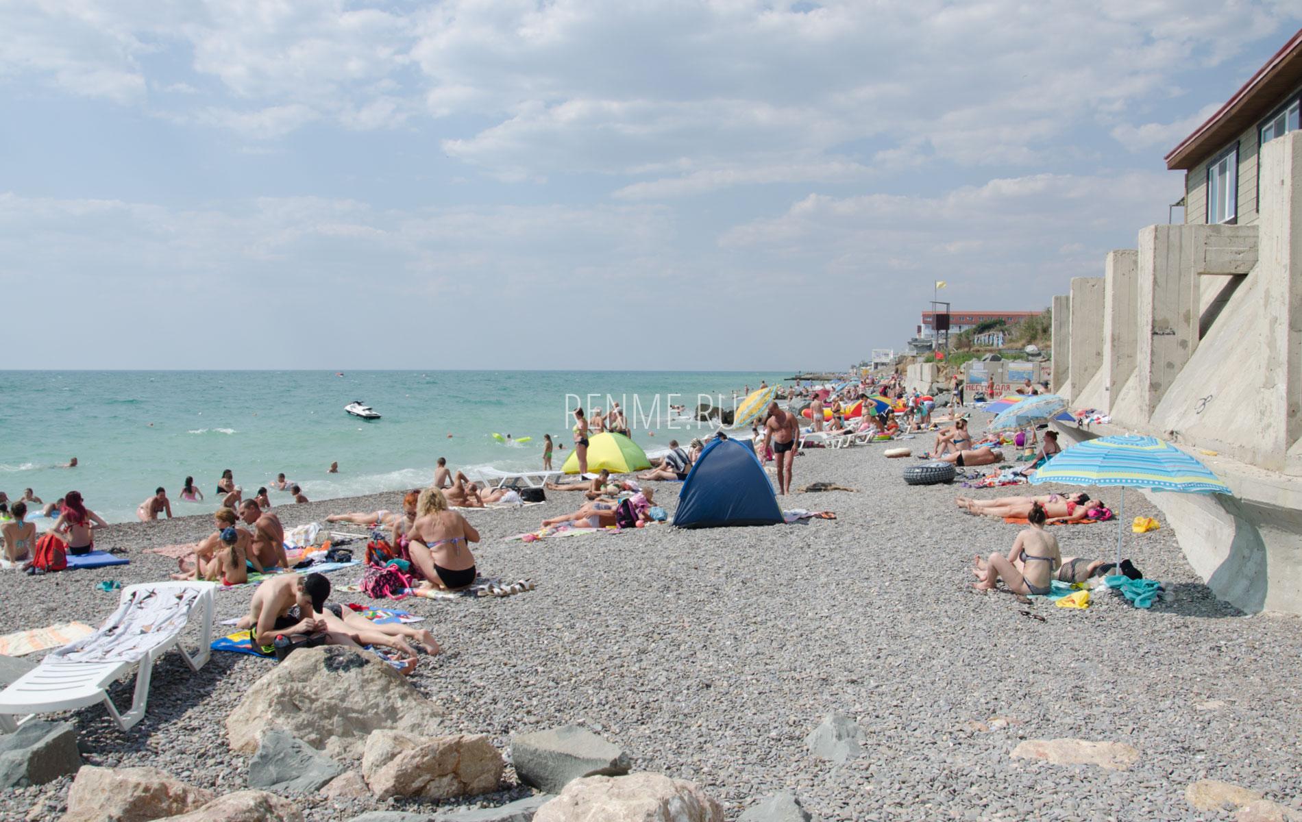 Галечный пляж в июне 2019. Фото Николаевки