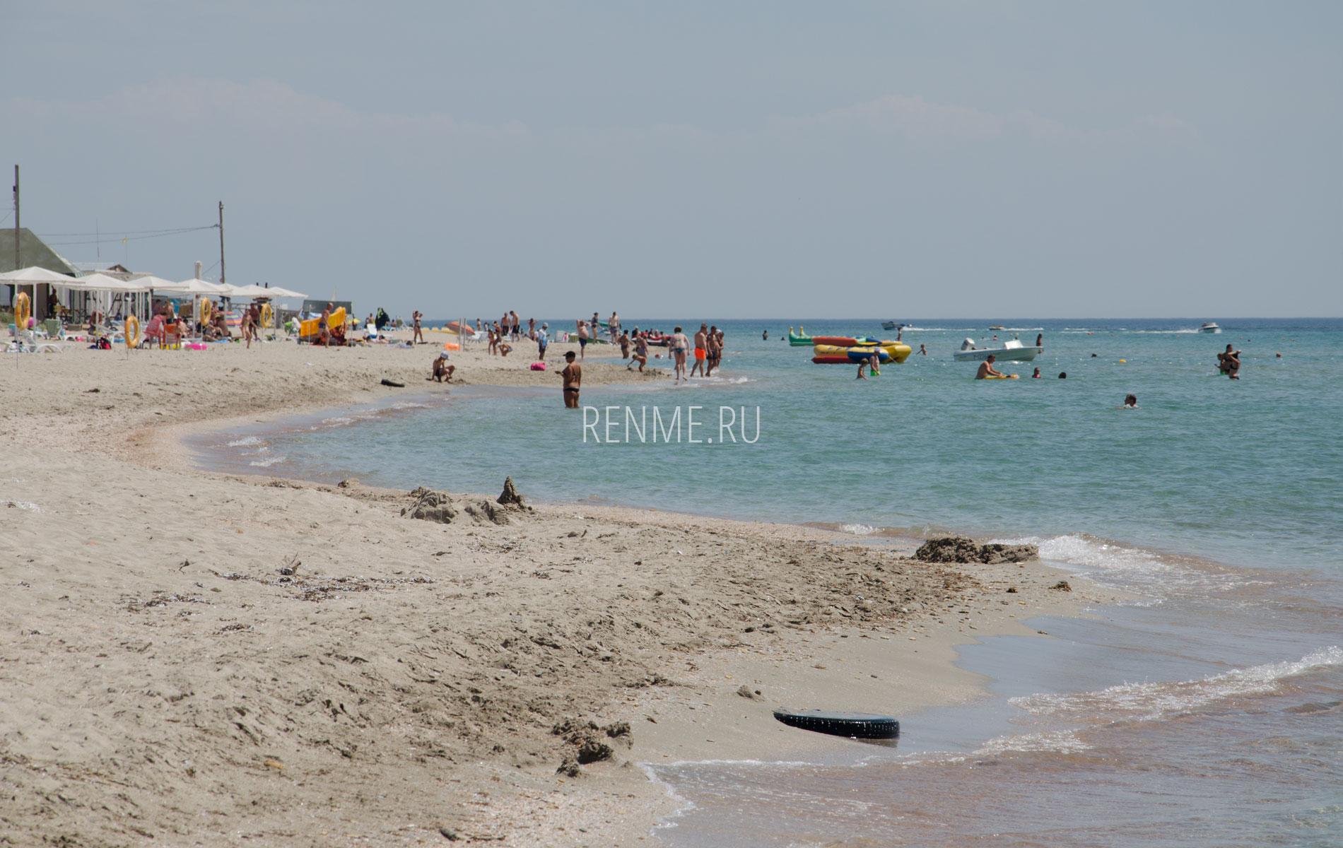Песочный пляж в Штормовом 2019. Фото Штормового