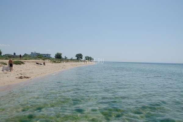 Дикий песчаный пляж Западного Крыма. Фото Заозёрного