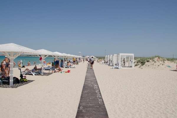 Пляж SUNSET в Оленевке летом 2019. Фото Оленевки