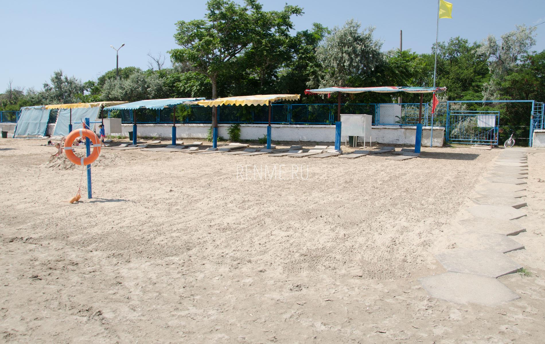 """Песчаный пляж """"Морской"""". Фото Заозёрного"""