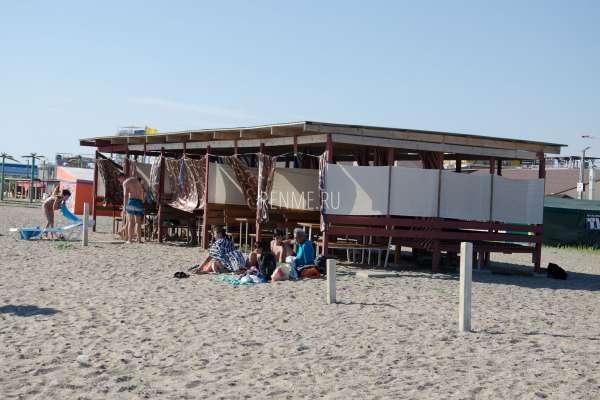 Пляжные беседки. Фото Прибрежного