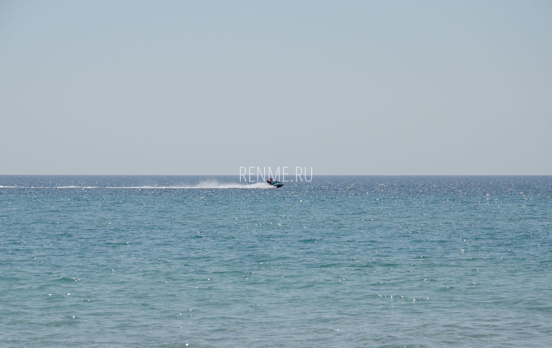 Море в Крыму летом 2019. Фото Штормового