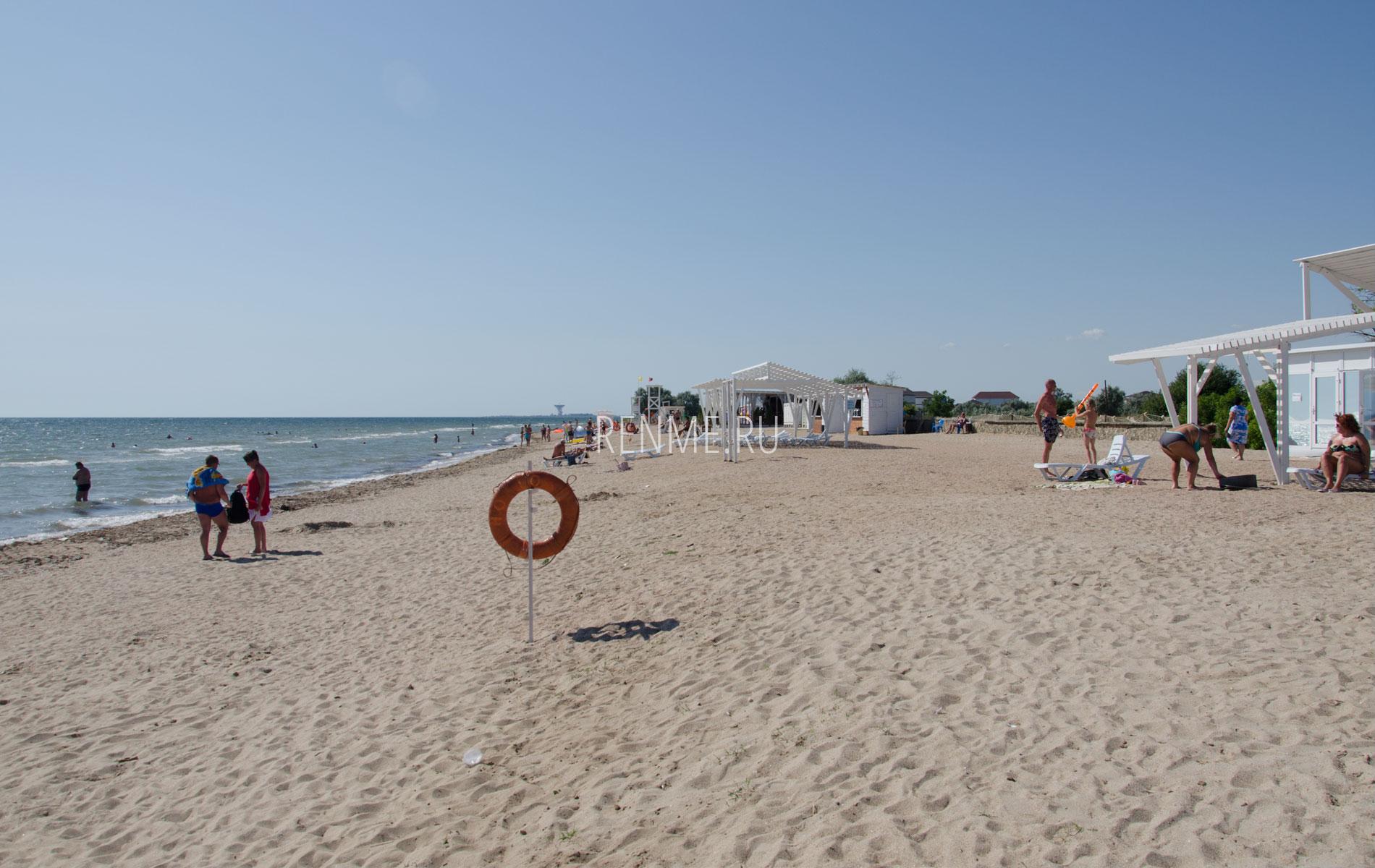 Песчаный пляж на Фотоне. Фото Заозёрного