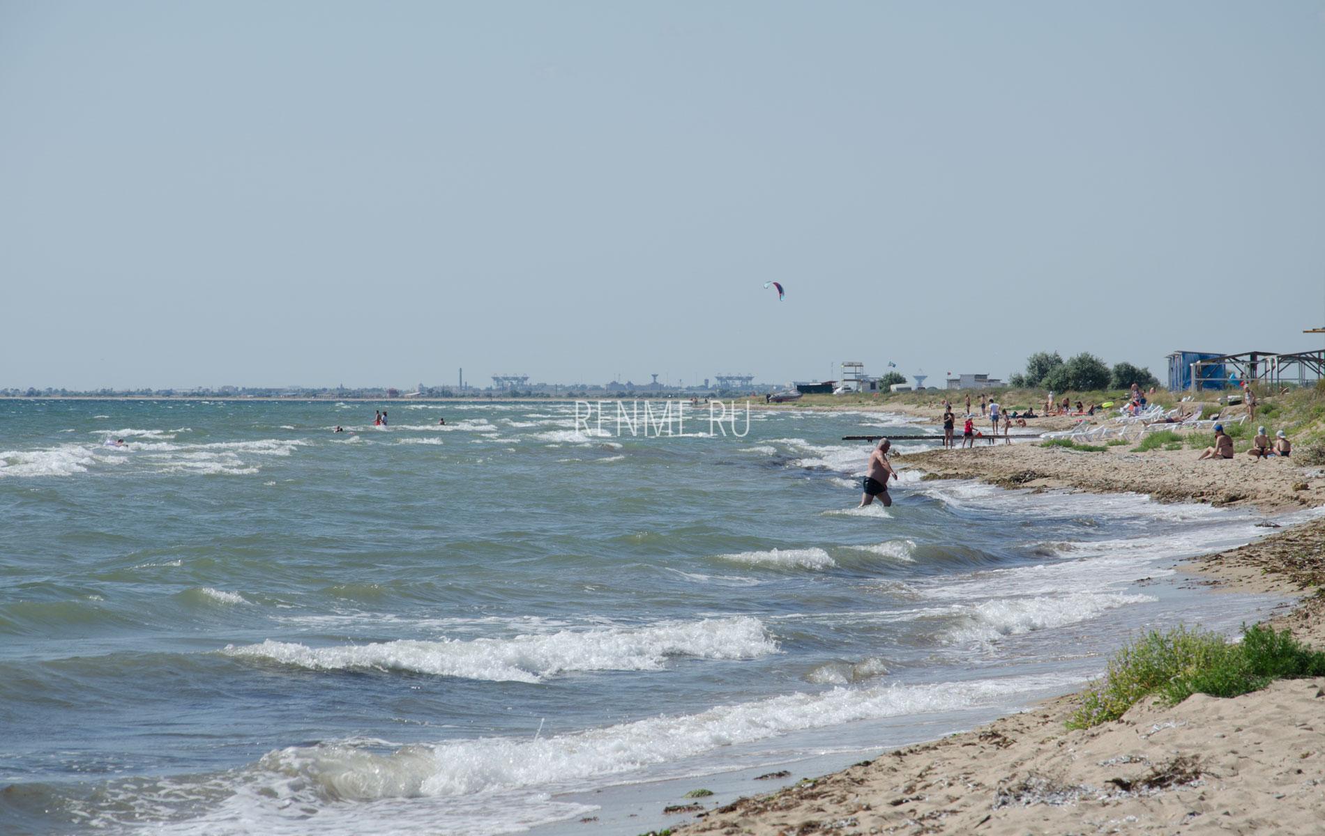 Море и дикий пляж. Фото Заозёрного