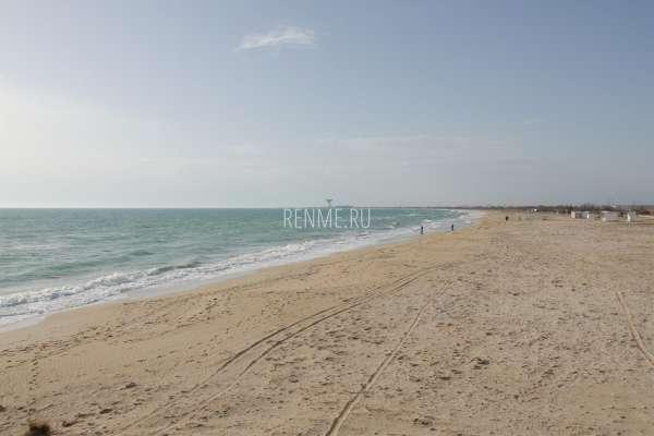 Дикий пляж весной 2020. Фото Заозёрного