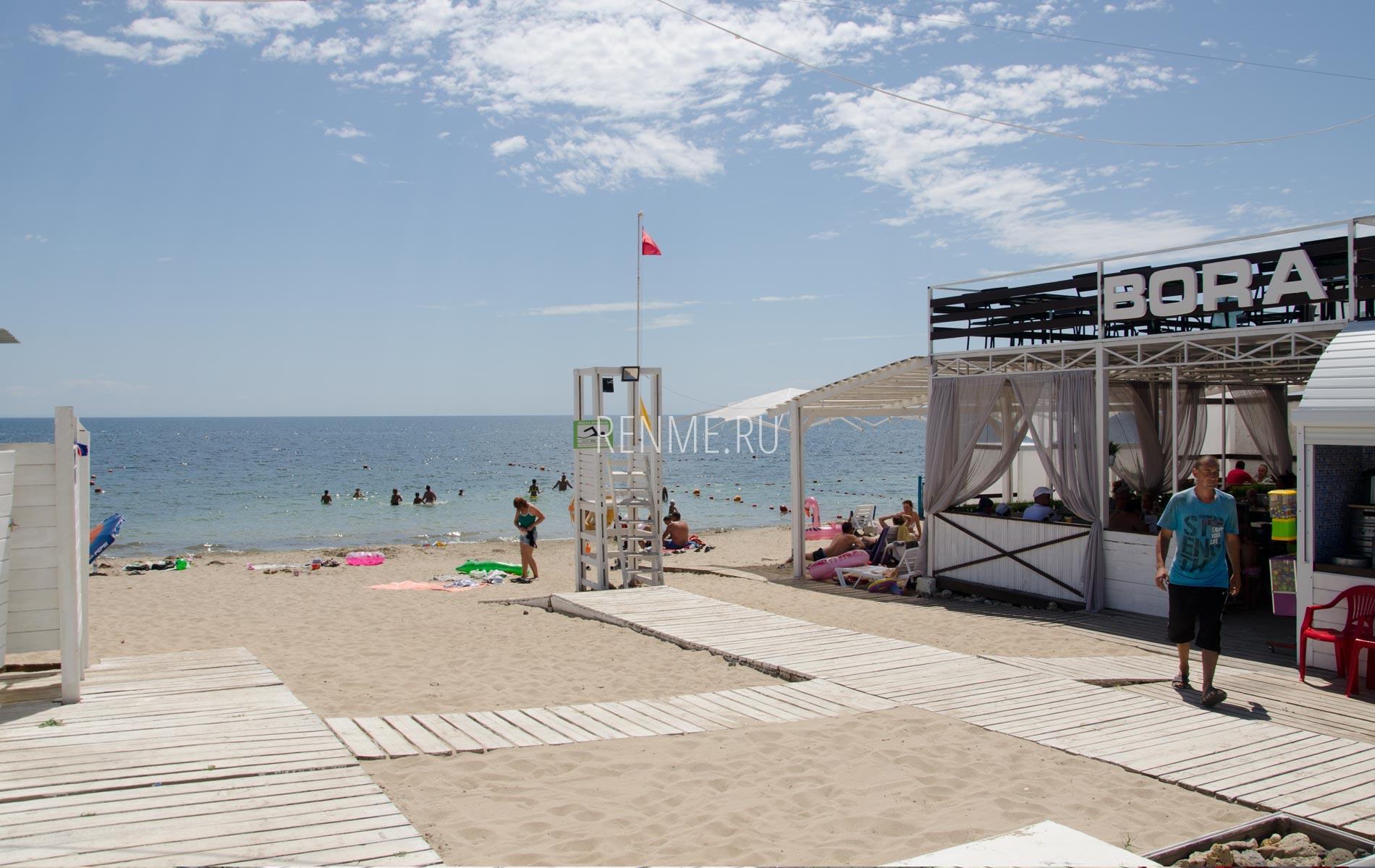 Пляж BoraBora в июле 2020. Фото Заозёрного
