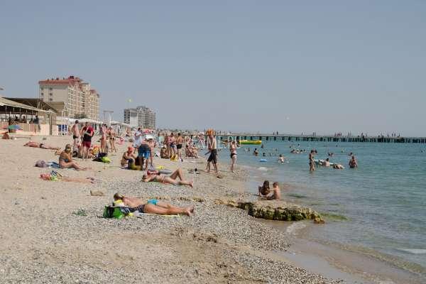 Народ на пляже в Крыму. Фото Евпатории