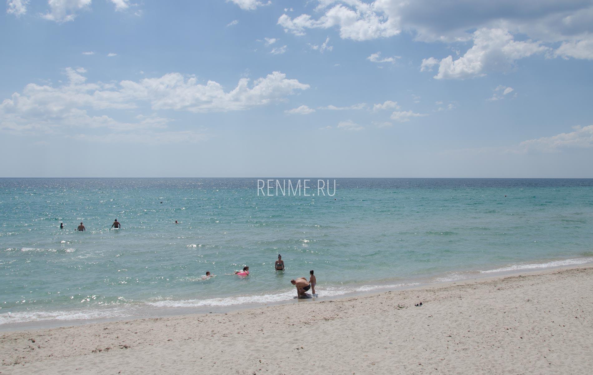 На пляже в Штормовом летом 2020. Фото Штормового