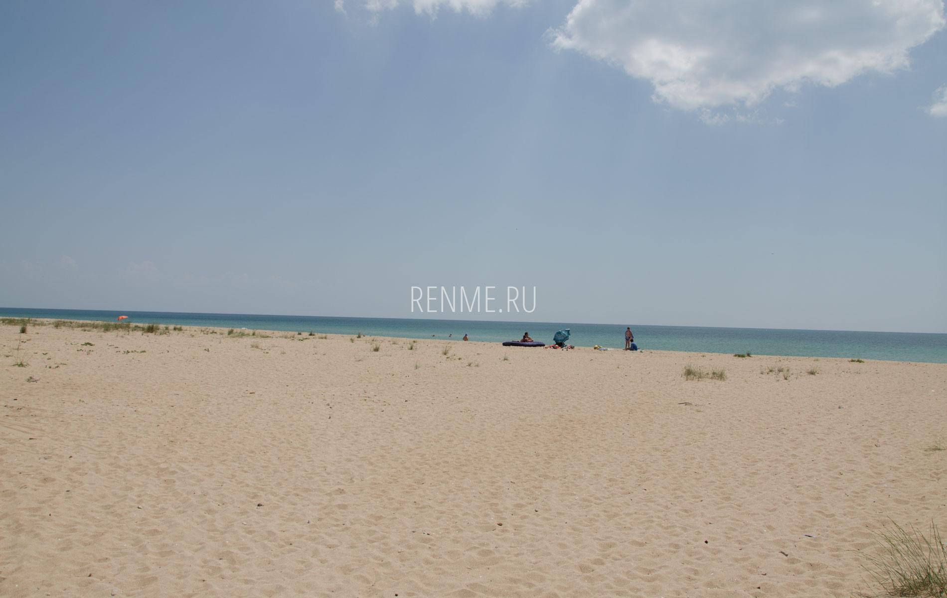Дикий пляж в Молочном, лето 2019. Фото Молочного