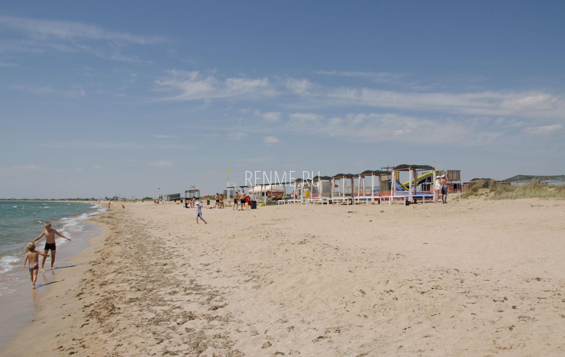 Пляж на песчанке. Фото Заозёрного
