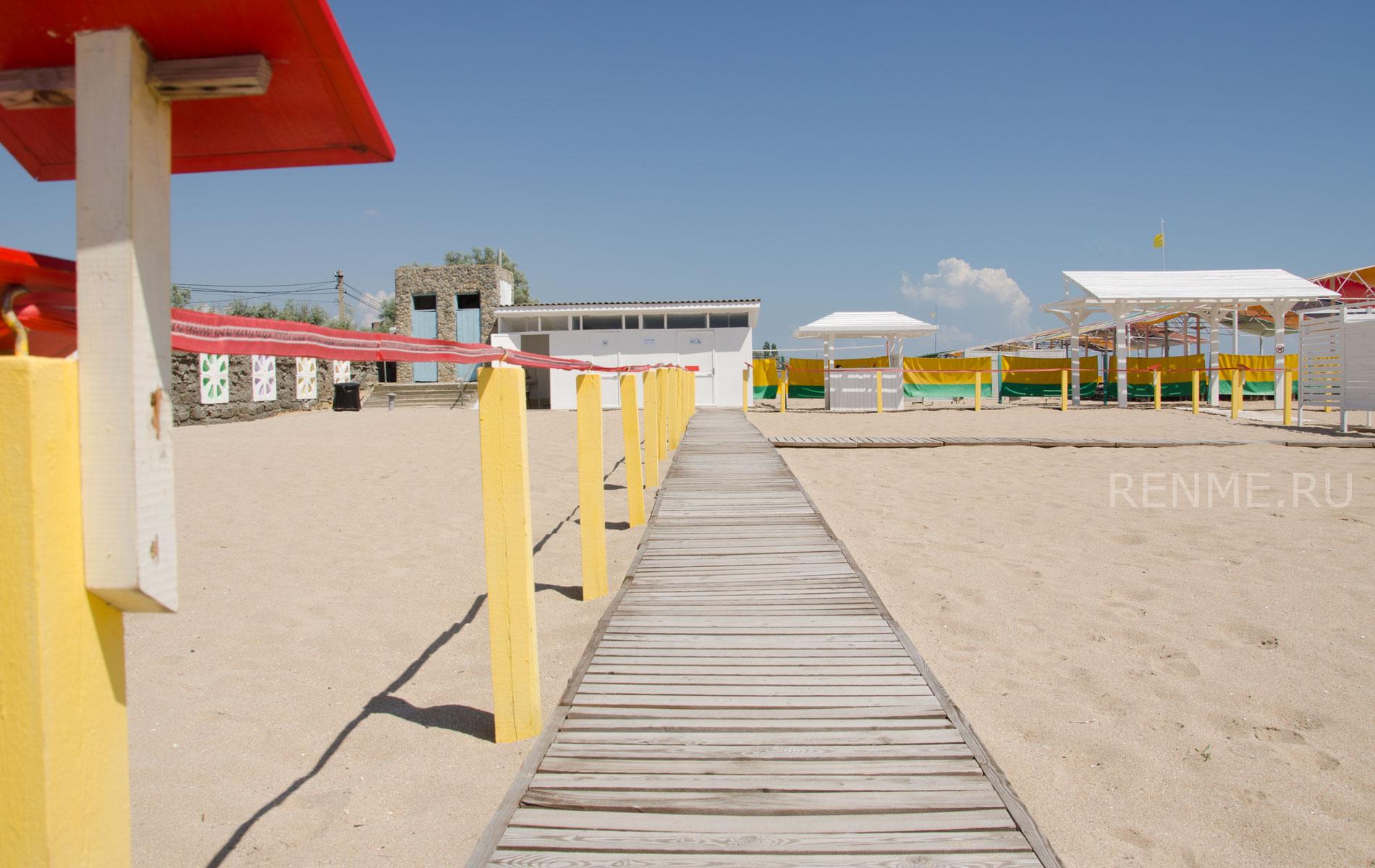 Пляж для инвалидов летом 2019. Фото Евпатории