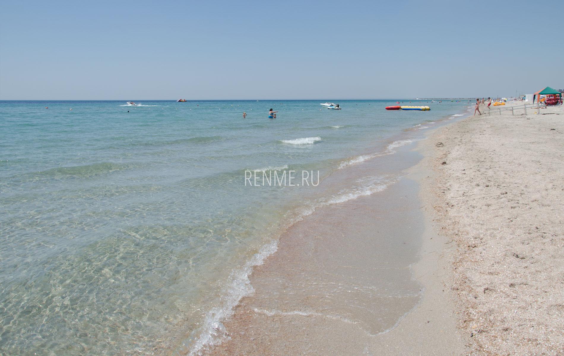 Чистое море в Штормовом летом 2019. Фото Штормового