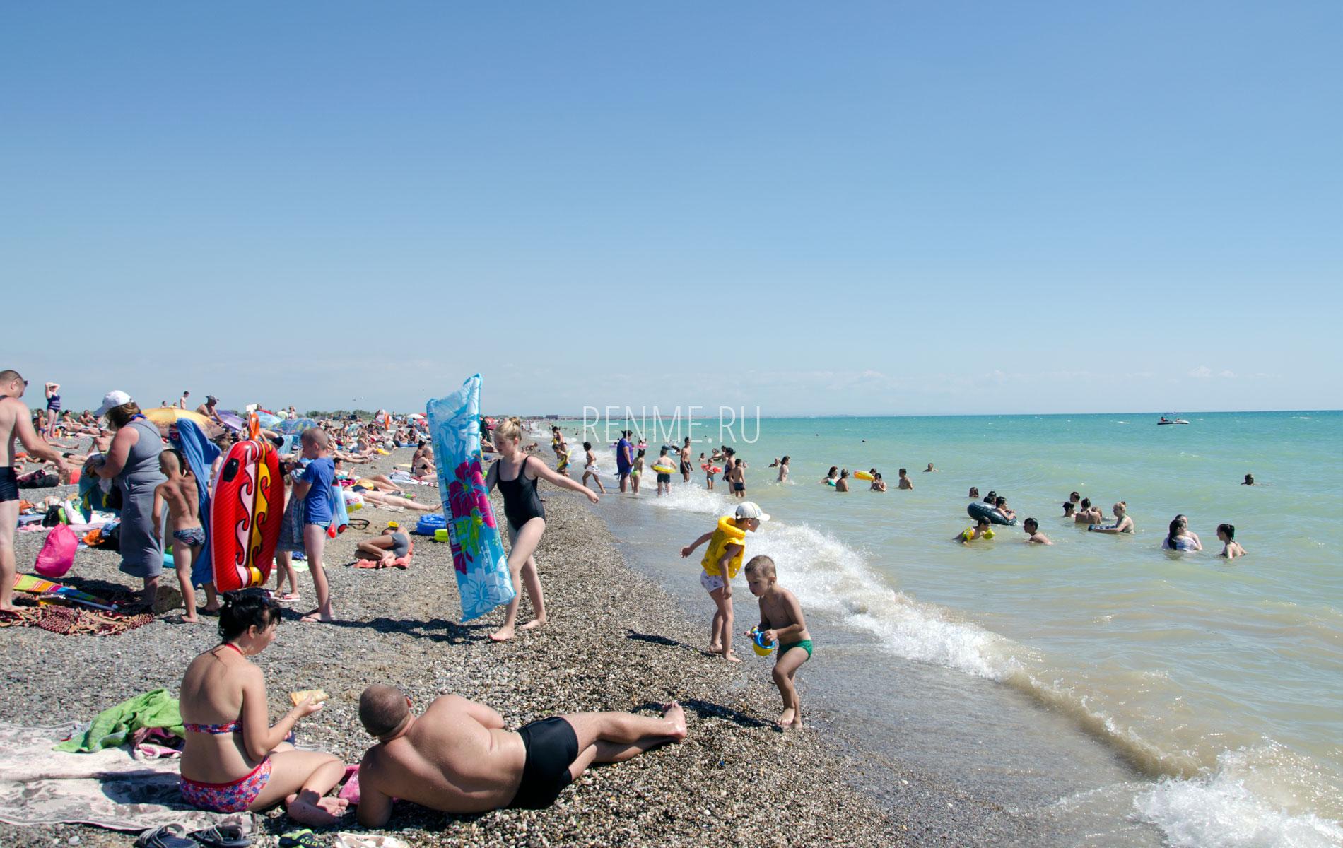 Дикий пляж летом 2019 в июле. Фото Новофедоровки