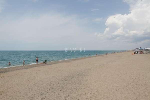 Песчано-галечный пляж в Прибрежном. Фото Прибрежного