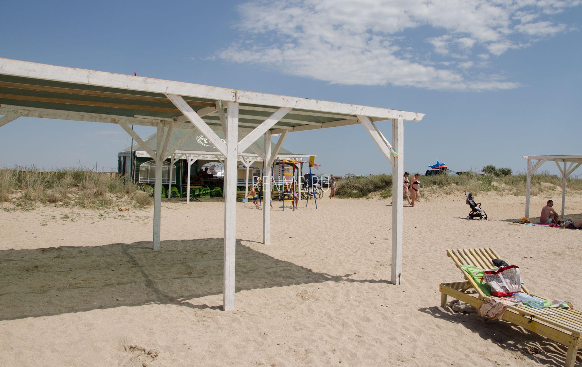 Центральный песчаный пляж на дачах. Фото Заозёрного