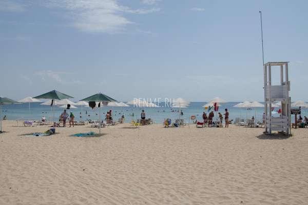 Оборудованный пляж в Заозёрном 2020. Фото Заозёрного