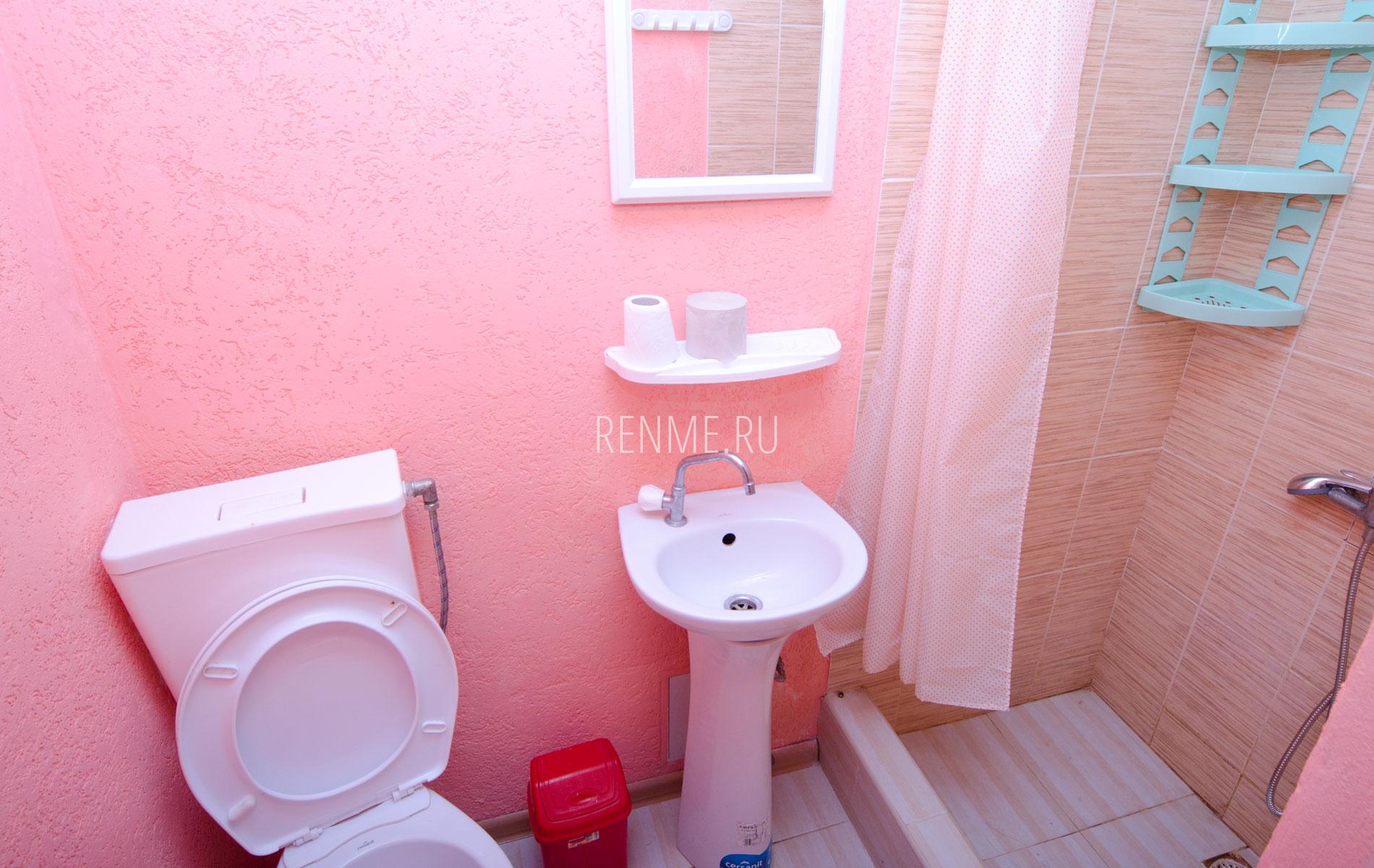 """Душ, туалет. Квартира 4. Апарт-отель """"Берюзовый Бриз"""". Заозёрное"""