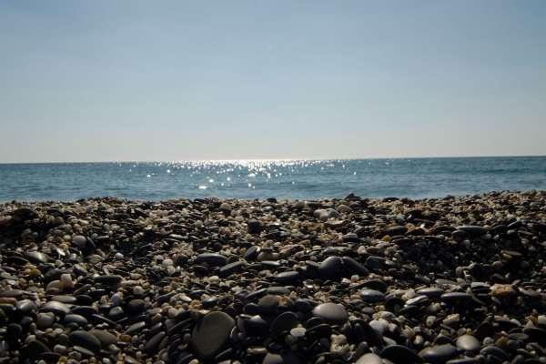 Галька на пляже. Фото Евпатории