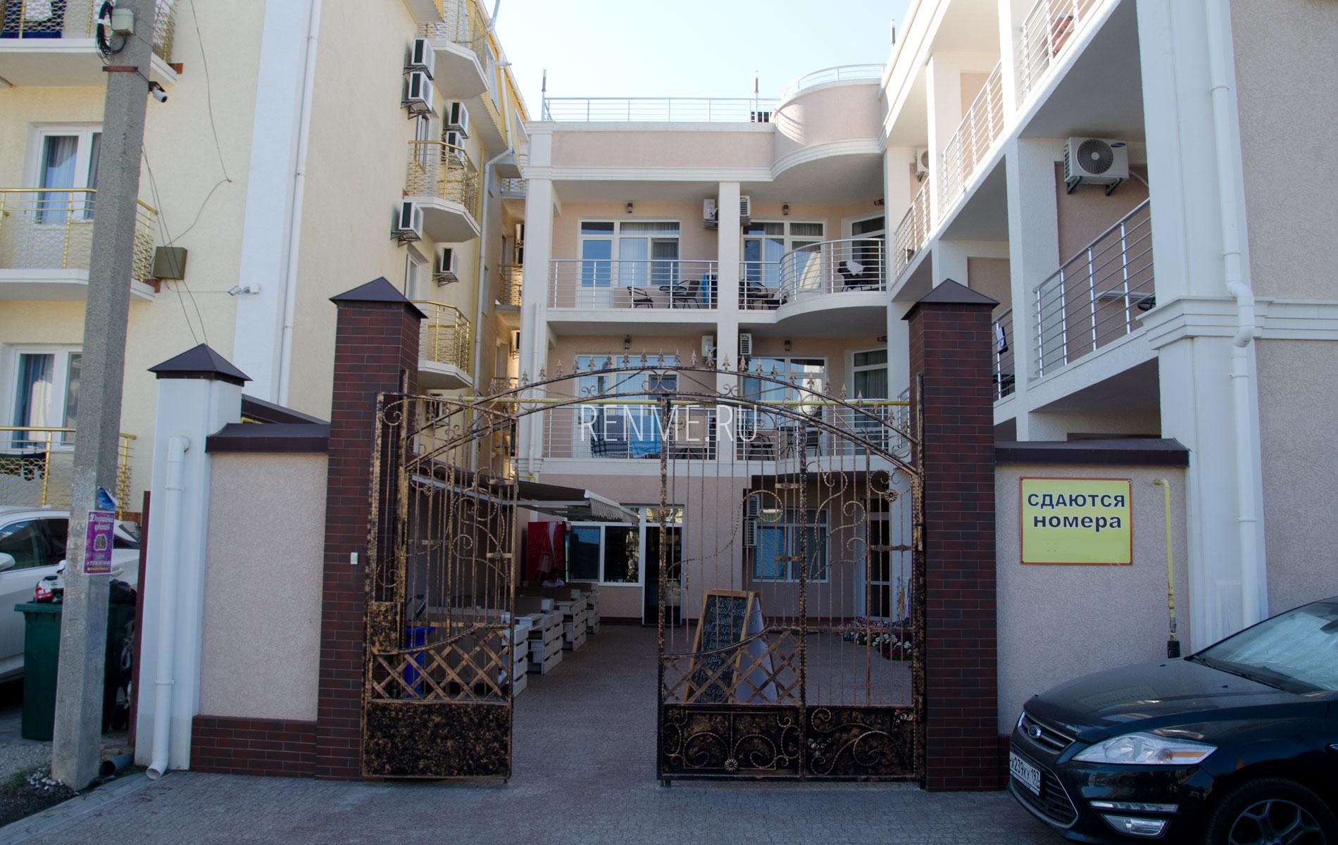 Крымский отель в Прибрежном. Фото Прибрежного