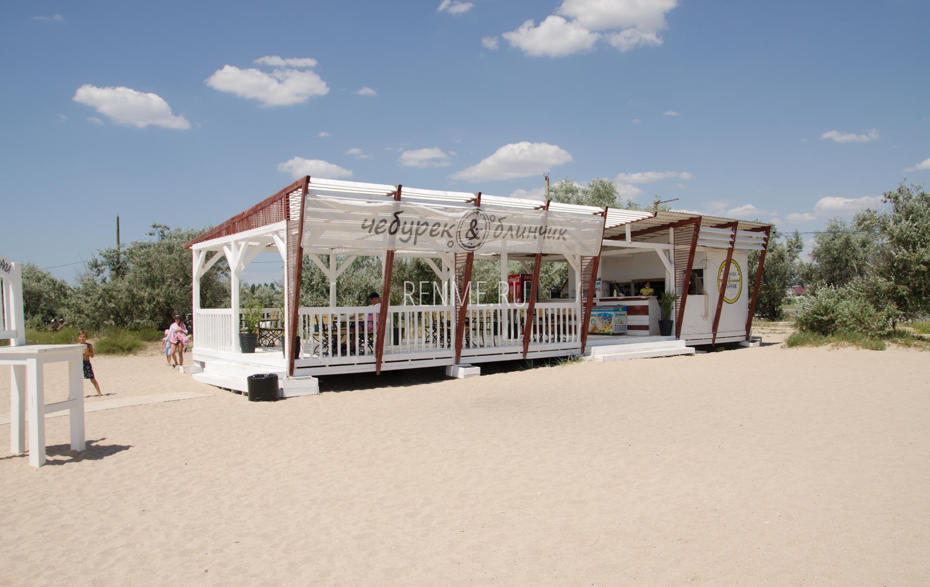 Кафе на пляже Супер Аква. Фото Заозёрного