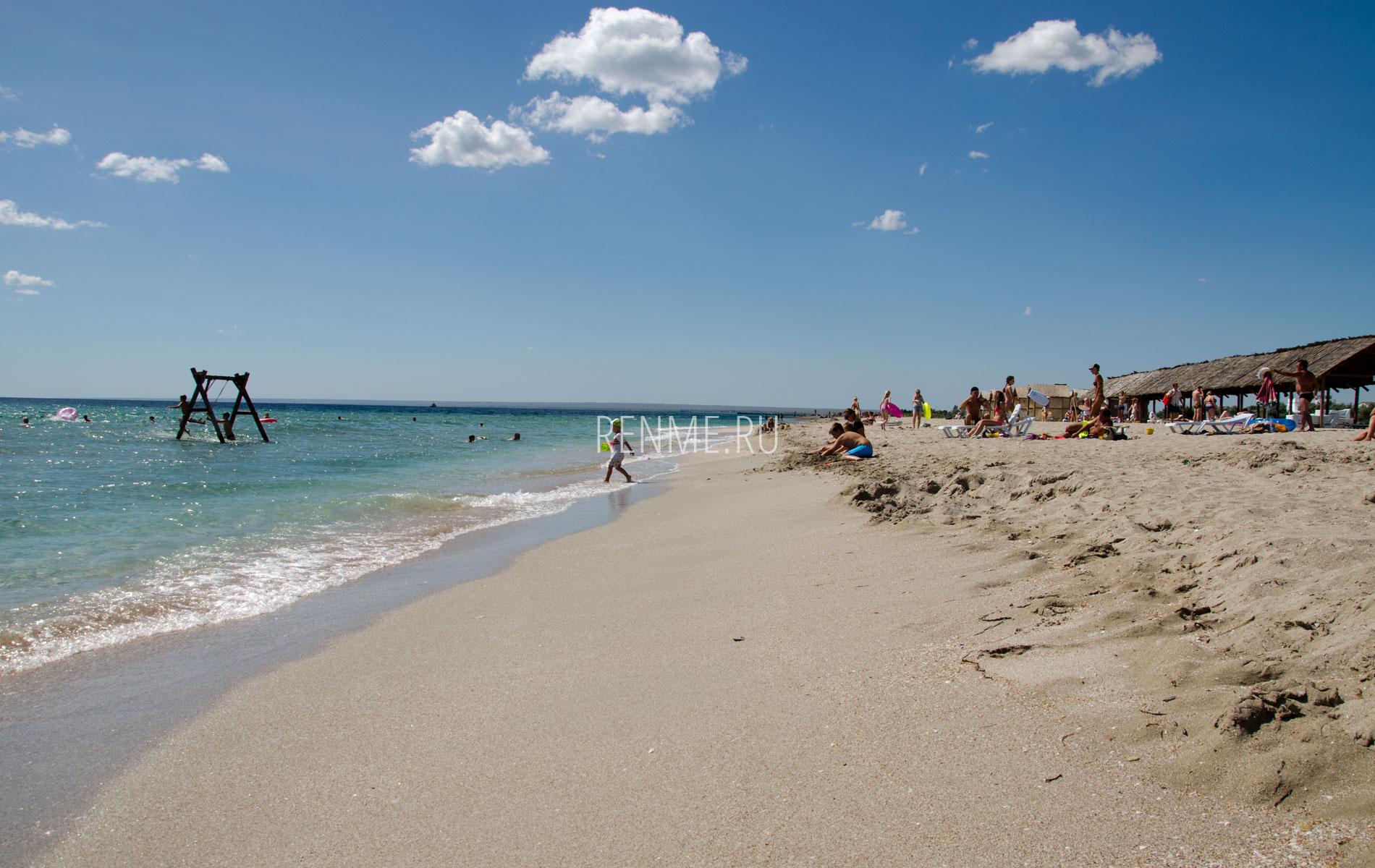 Пляж на Южной косе. Фото Мирного
