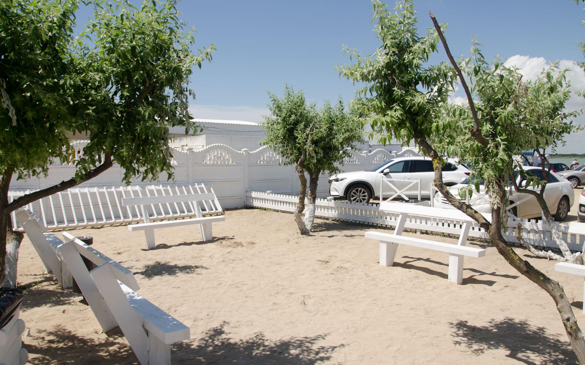 Песочная беседка у центрального входа. Фото Евпатории