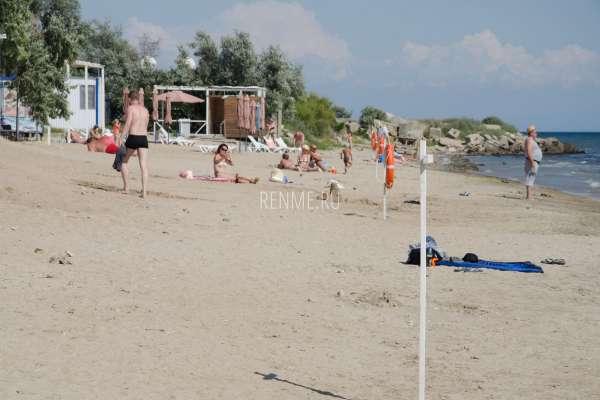 Оборудованный пляж Мохито. Фото Заозёрного