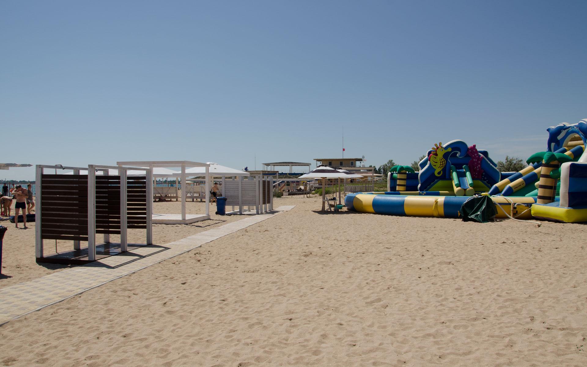 Пляж в начале сезона 2019. Фото Евпатории